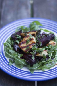 Grilled beetroot with aspargus and halloumi